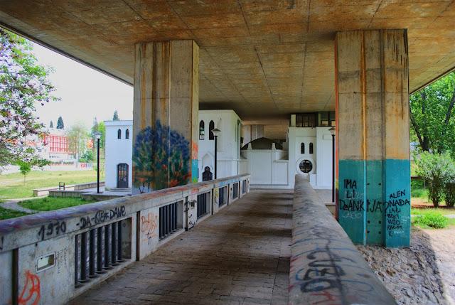 Под мостом на старый аэродром в Подгорице