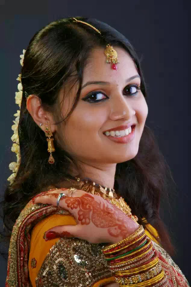 labels newly married bhabhi photos