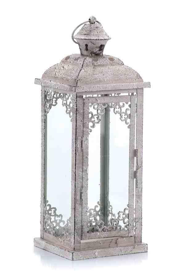 Biały metalowy lampion na balkon z romantycznym ażurem