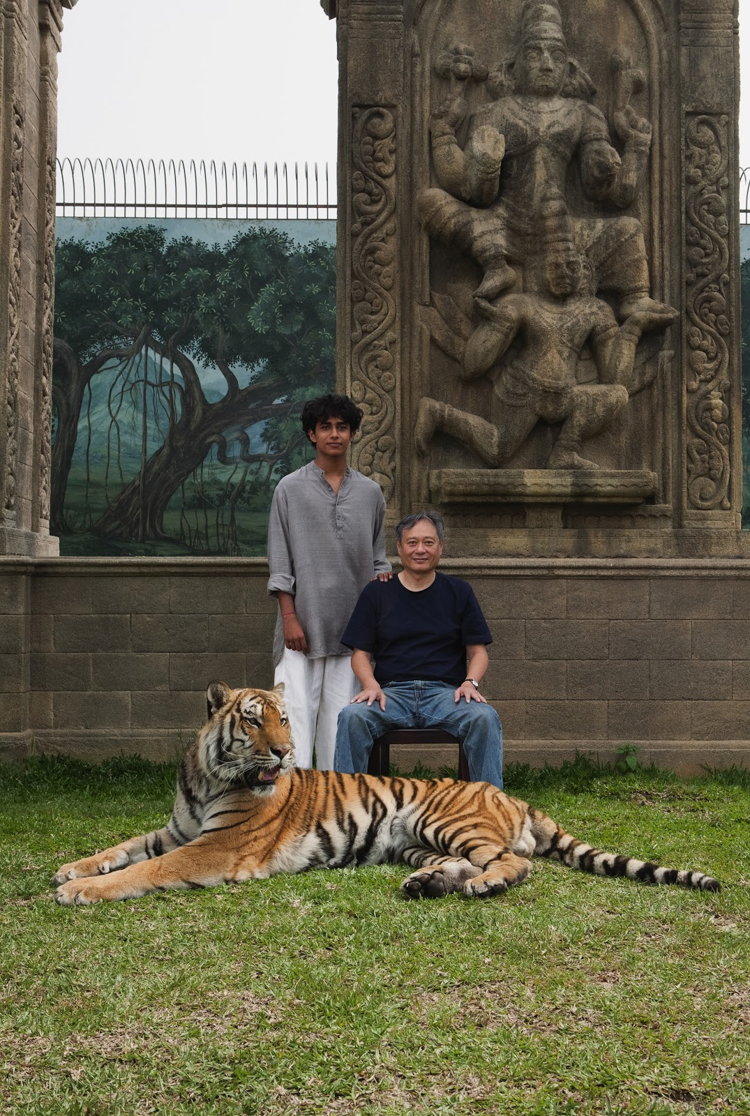 Exclusive 39 life of pi 39 behind the scenes photos images for Life of pi pool scene