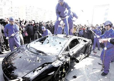 kereta mewah pecah