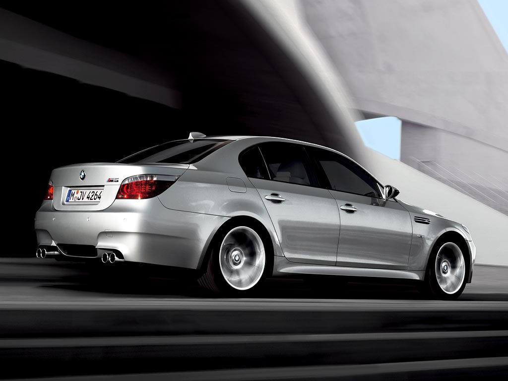 http://2.bp.blogspot.com/-IA-kM7kcDAM/T-S9Vy-l6JI/AAAAAAAALtg/BxZAw06wPm4/s1600/BMW-M5-Silver-color-wallpaper-5.jpg