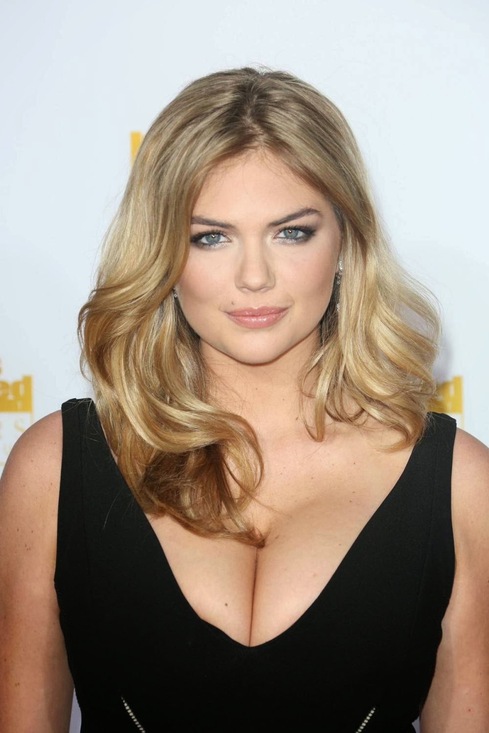 Kate Upton Big Boobs Cleavage in Sports Illustrated