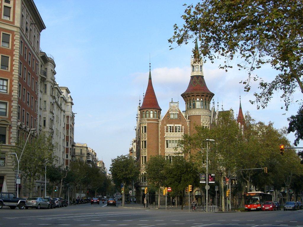 Barcelona modernism route beautiful places of barcelona and catalonia - Casa de las punxes ...