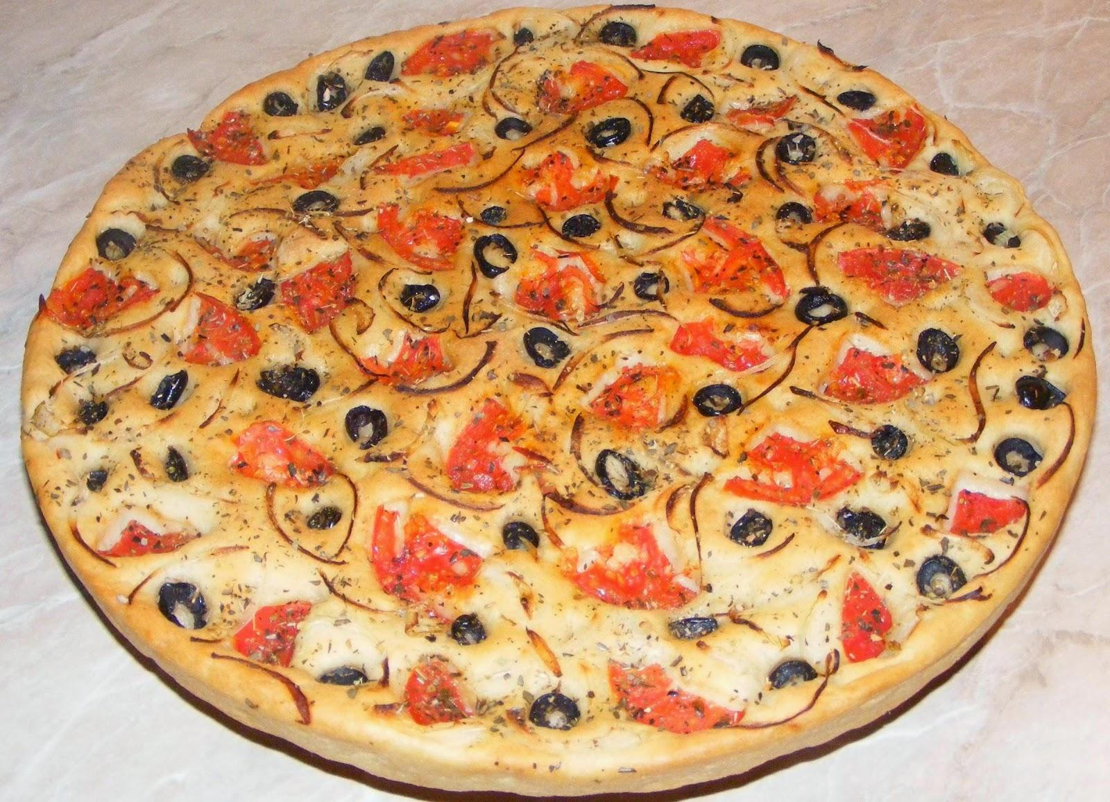 focaccia, focaccia italiana, focaccia de post, reteta focaccia, pizza, pizza italiana, paine, blat pizza, retete de post, retete culinare, retete de mancare, focaccia cu ceapa rosii masline si oregano, focaccia de casa,
