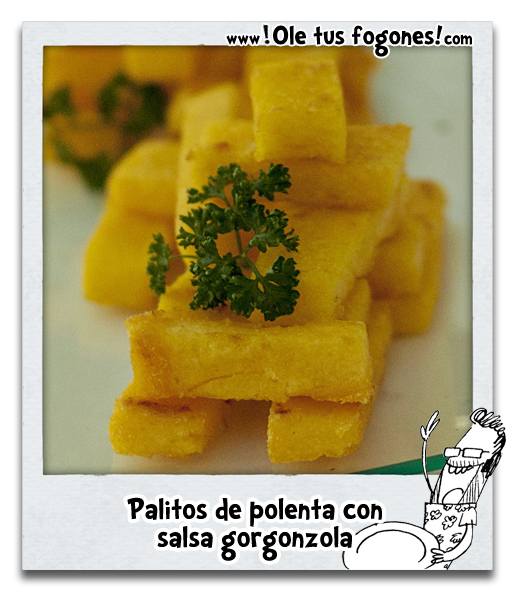 Palitos de polenta con salsa gorgonzola