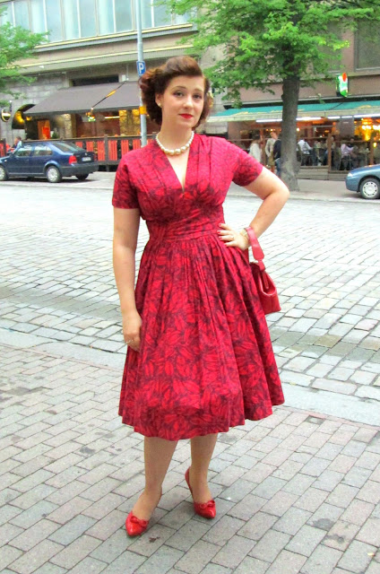 50's red cotton dress pearls shoes housewife Suvi-Vintage 2013