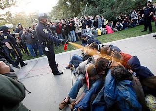 http://2.bp.blogspot.com/-IAtIgA-7VZU/TskY4KPCtvI/AAAAAAAAASA/uR1FRfmIyzo/s400/policia%2Bmaldita%2Boprime.jpg