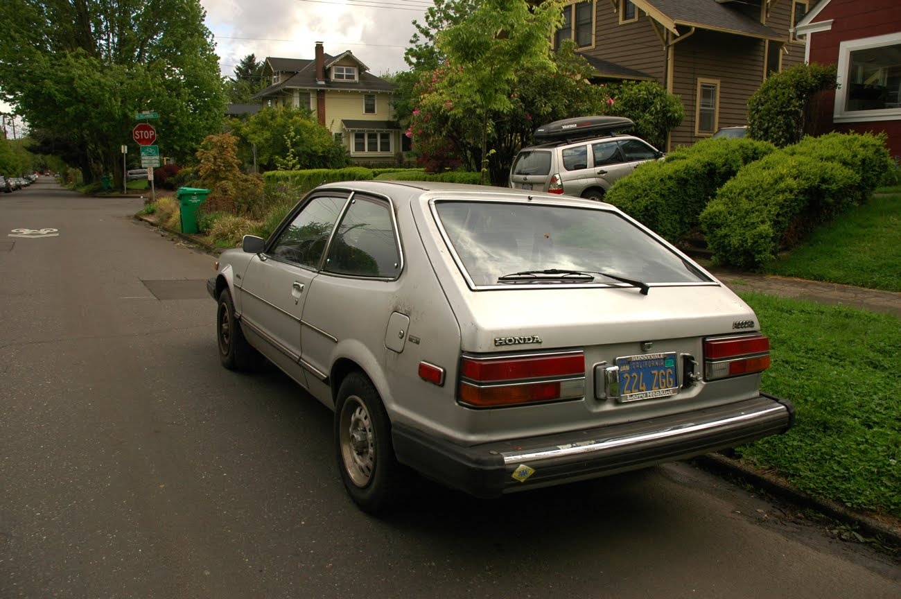 old parked cars 2 silver beans on 1 block 1980 honda 1980 honda accord hatchback green 1980 honda accord hatchback for sale