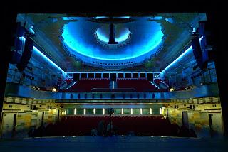 Duża sala Teatru Muzycznego Capitol po remoncie, podczas badań akustycznych