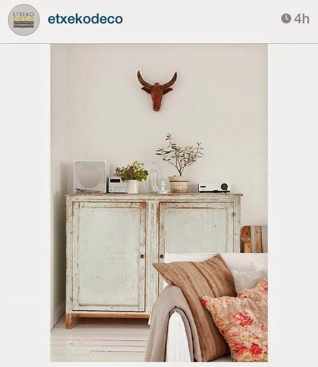 Espacios frescos, color, materiales naturales, orden en los estilismos
