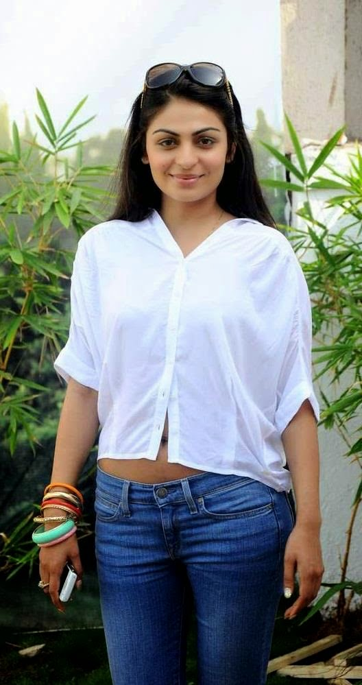 neeru bajwa in her white transparent top showing bra and tight blue jeans wardrobe malfunction pics