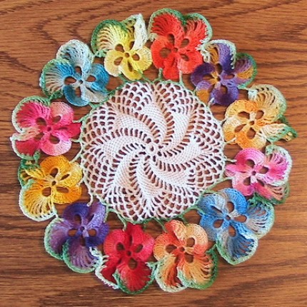 Pansy Doily Luncheon Set - Free Pattern
