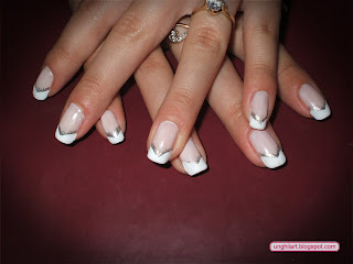 French manicure in v nails art to do this model of french manicure you need a base coat a matte white polish a silver pearl polish and some manicure tips guide for the v prinsesfo Images