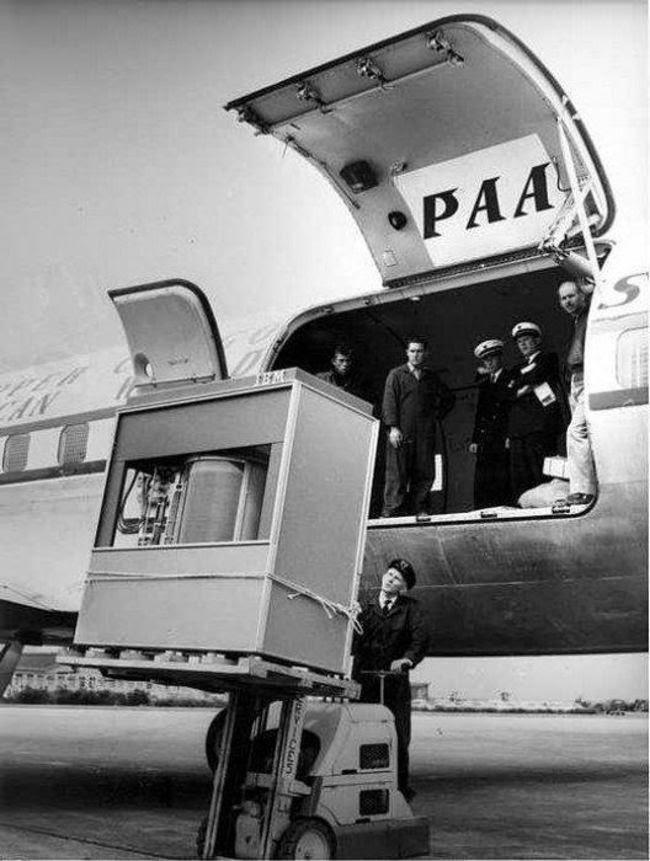 Un disco duro de 5 MB se carga en un avión de PanAm