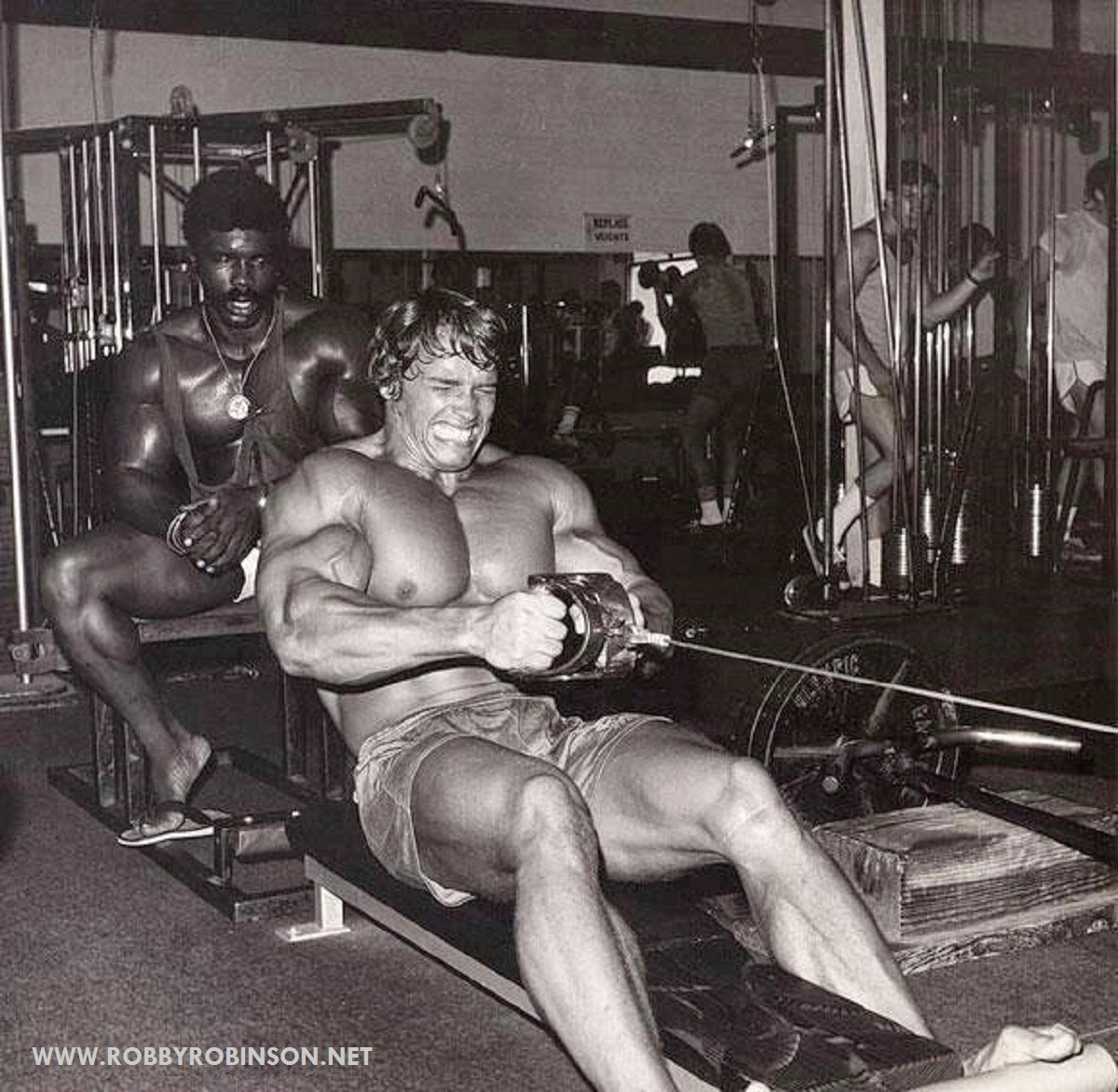 Robby Robinson and Arnold Schwarzenegger training during  filming of bodybuilding cult movie Pumping Iron at Golds's in 1975 ● www.robbyrobinson.net/dvd_built.php ●