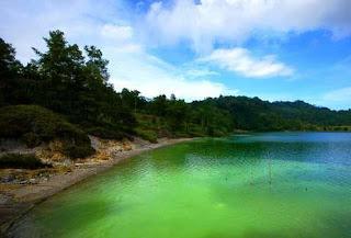 Danau Linow, danau yang bisa berubah warna di Sulawesi Utara
