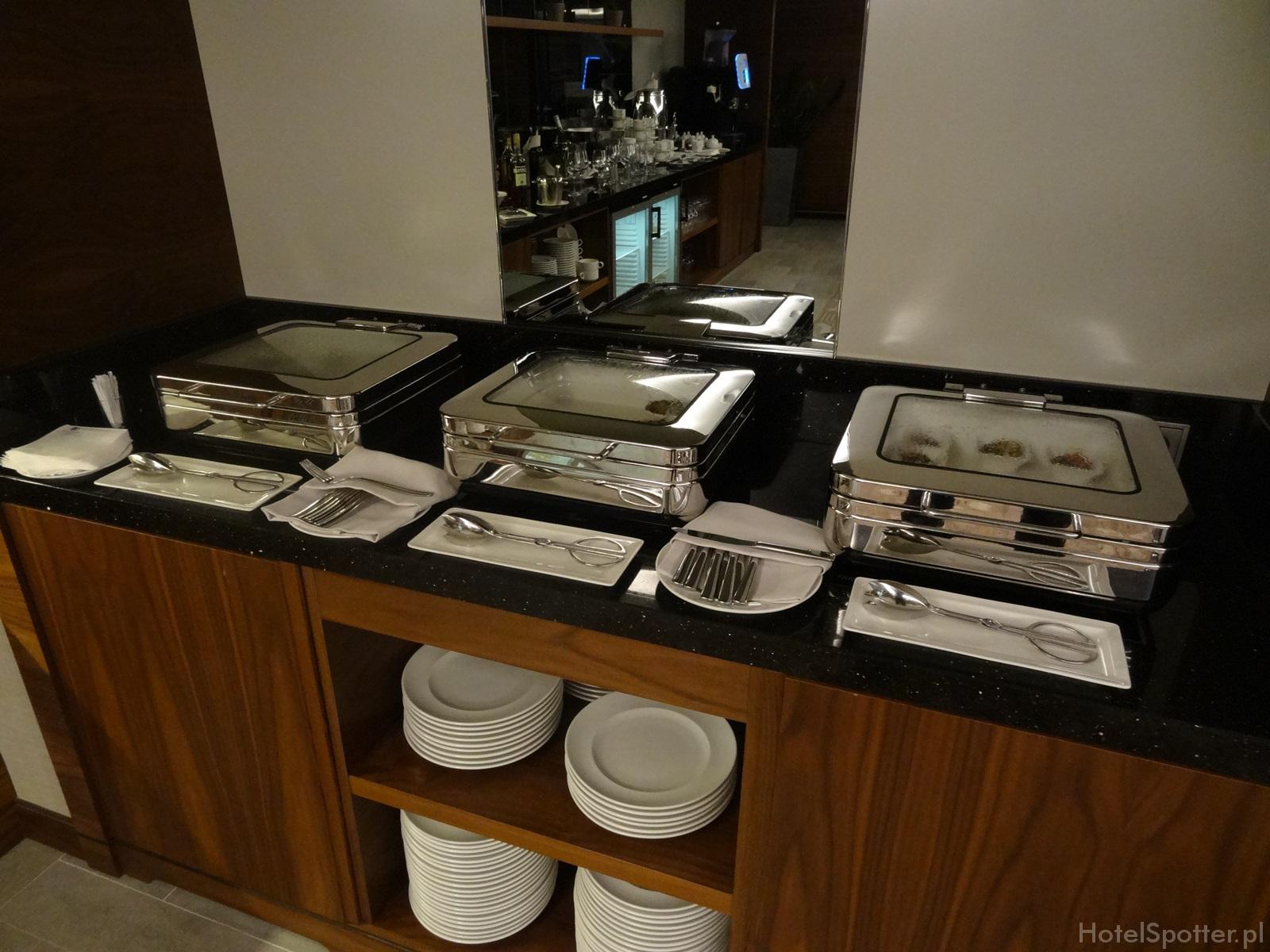 Salonik Executive Lounge w DoubleTree by Hilton Warsaw - dania na cieplo