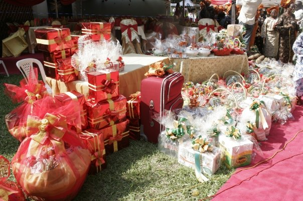Wedding Gift Ideas In Nigeria : Customary gifts from the groom to the brides family - at a Nigerian ...
