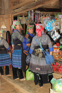 H'mong girls at a shop in La Pán Tẩn