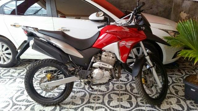 Vende-se uma moto Honda XRE 300cc