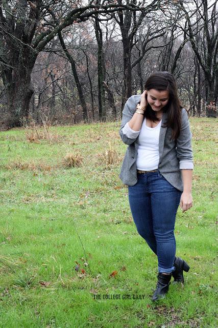 blazer, wardrobe, essentials, wardrobe essentials, college wardrobe, intern, internship, internship wardrobe, what to wear, college fashion, fashion, loft, loft blazer, jeans, how to wear a blazer, how to wear a plain t-shirt, t-shirt, boots, leopard belt,