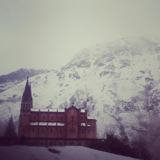 covadonga nieve asturias paraíso natural instagram rousmina