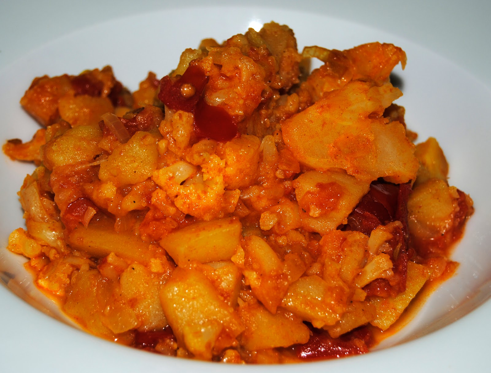 Pelando el tomate en la cocina chile