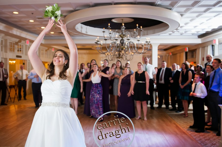 Reception Entertainment Director 12 Lucky Bouquet Toss Songs For Your Wedding