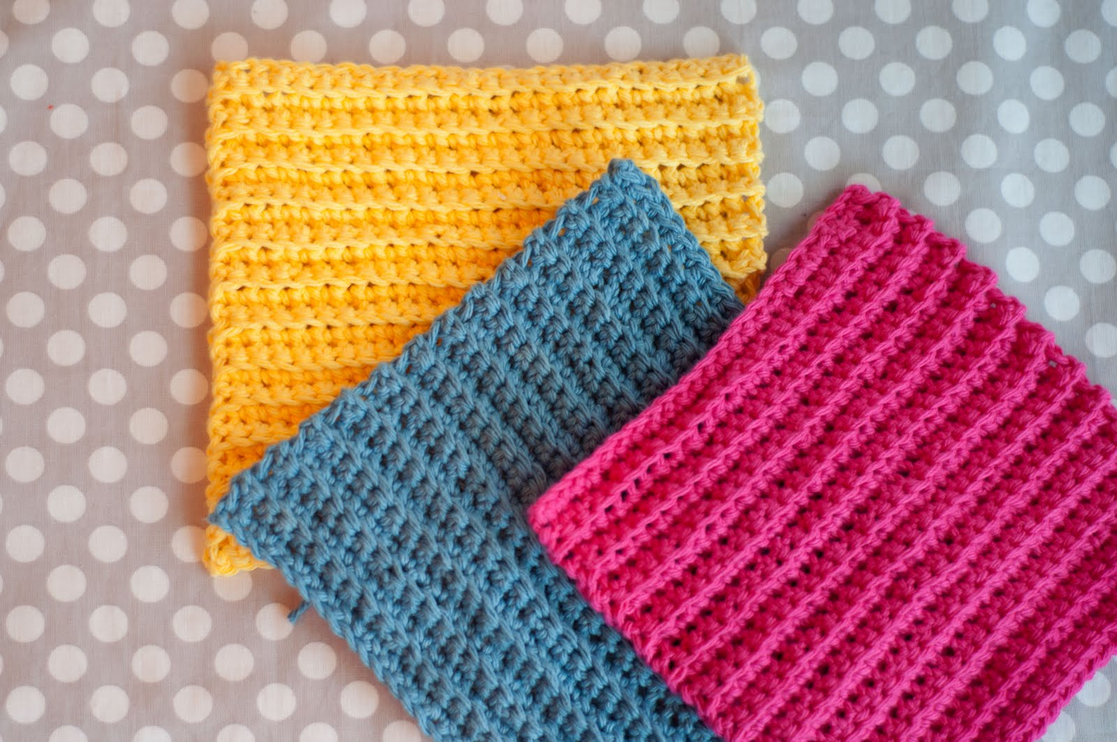 Crocheting Dishcloths For Beginners : Basic Crochet Stitches: Beginner Ruffled Scarf Pattern Tip Junkie