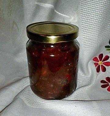 Chutney de tomates y pimiento rojo envasado