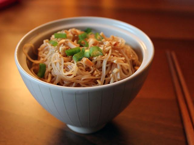 Spaghetti di riso con soia e sesamo