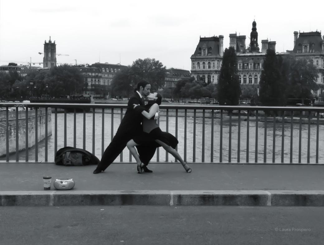 tango sur le pont Saint-Louis © Laura Prospero