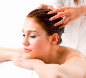 Comment faire un massage pour stimuler la croissance des cheveux?