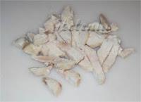 Вареное филе нарезать мелко.