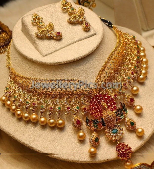 Trendy Uncut diamond choker set