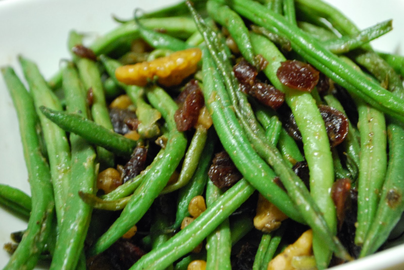 Simply Mangerchine: Green Beans with Cranberries and Nuts