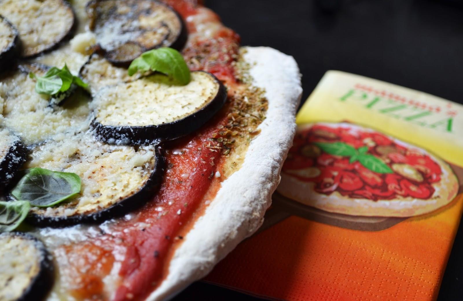 j ai toujours aim 233 le jaune moutarde pizza aubergines parmesan et basilic