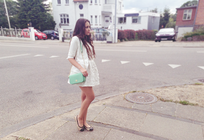 All white outfit  fashion blogger style blog