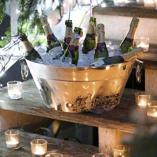 champanhe, baldede gelo, velas, réveillon