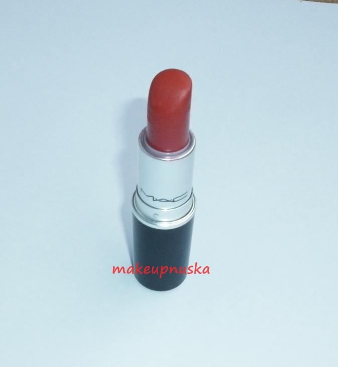 Makeup con anuska russian red de m a c mi rojo perfecto for Pintalabios granate oscuro mate