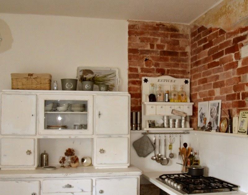das gute alte k chenbuffet casalucina. Black Bedroom Furniture Sets. Home Design Ideas