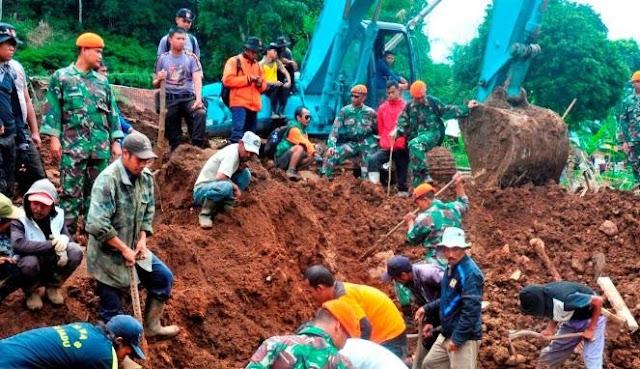 Longsor Bandung, 1 Tewas dan 14 Masih Tertimbun
