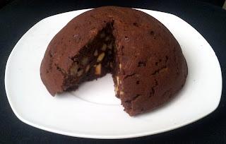 Czarne ciasto z jabłkami