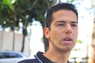 José Flávio de Souza Zanatta estava trabalhando como copiloto no voo que contava com a presença de Luciano Huck e a família. Ele e Osmar Frattini, piloto do avião, conseguiram realizar um pouso forçado com sucesso.