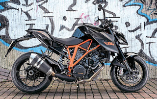 2015 KTM 1290 Super Duke R Review