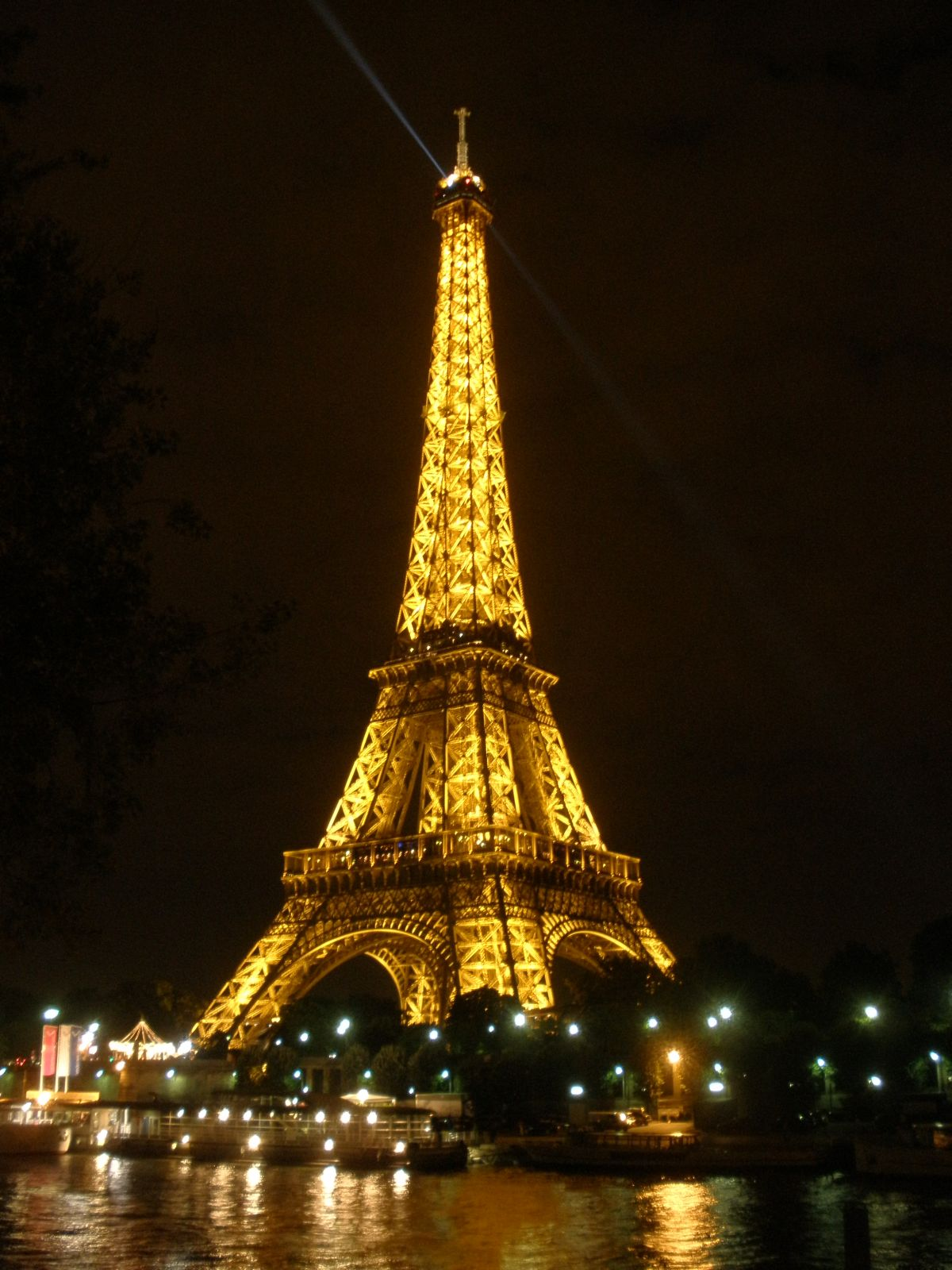 eiffel tower paris pho...
