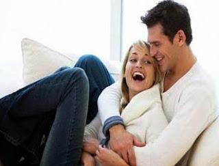 5 أمور يفعلها الزوجان السعيدان فقط - حبيبان - احباء مشاعر العاطفة الرومانسية الحب الاعجاب رجل امرأة
