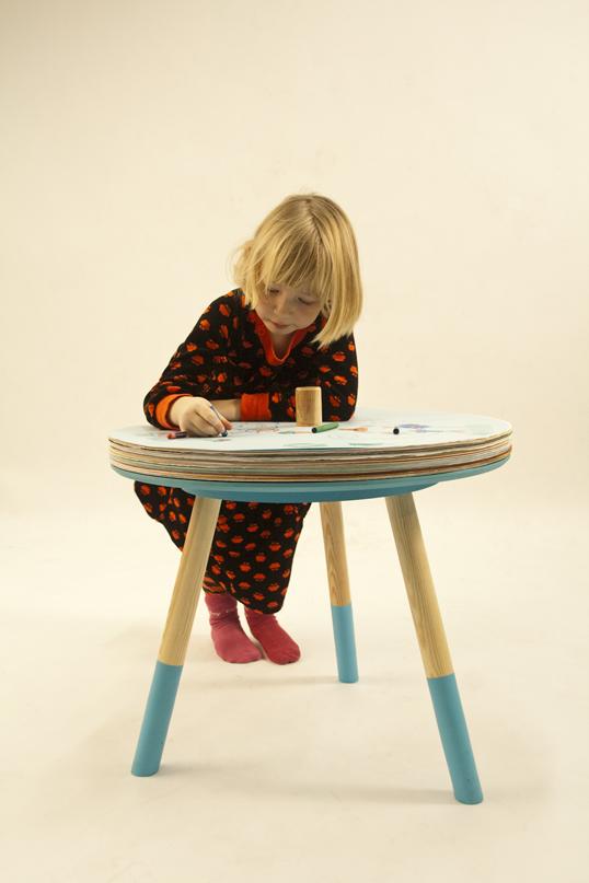 独創性を育てる子供用のデザイナーズテーブル