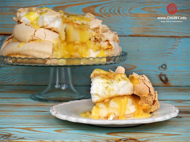 Tort bezowy z lemon curdem